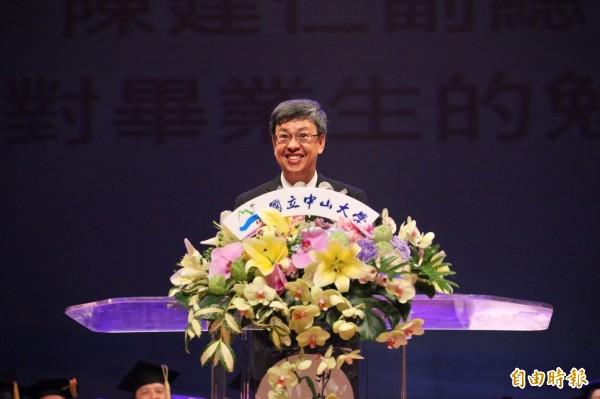 陳副總統鼓勵社會新鮮人,要珍惜新一代的風格與理想。(記者洪定宏攝)