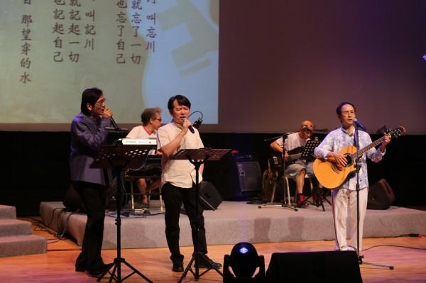 民歌41音樂會,左起殷正洋、李建復及楊弦。(中山大學提供)