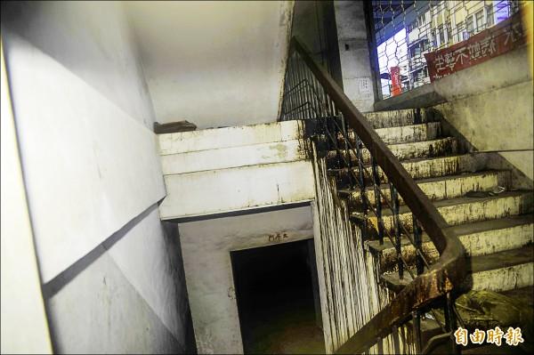 杏林醫院的「太平門」過去是醫院存放屍體處,不少人會把這裡當作試膽的目標。(記者王捷攝)