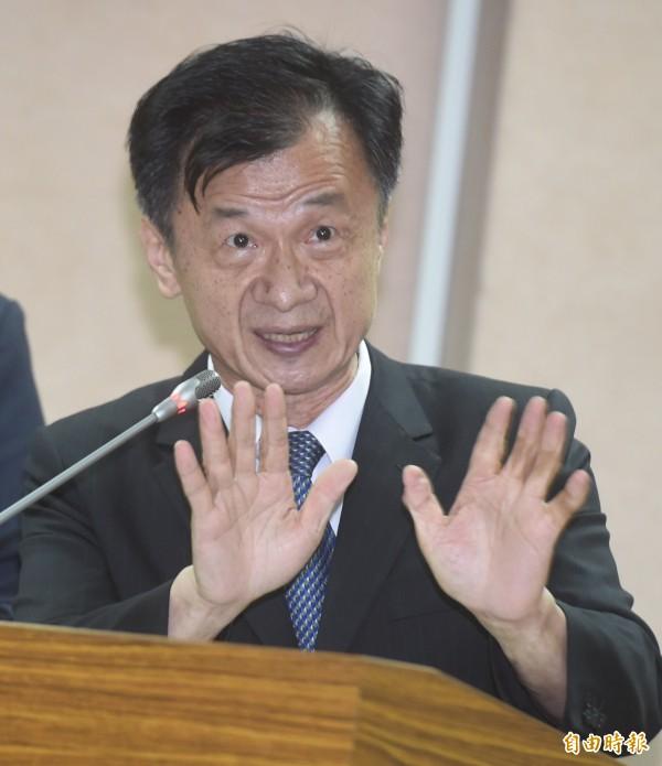前總統馬英九預計於本月十五日赴香港演講,依照《國家機密保護法》規定,卸任元首要向原單位(總統府)申請核准,方得出境。法務部長邱太三今在立法院解釋說,二十天的申請期間是原則,例外情況由原單位決定。(資料照,記者簡榮豐攝)