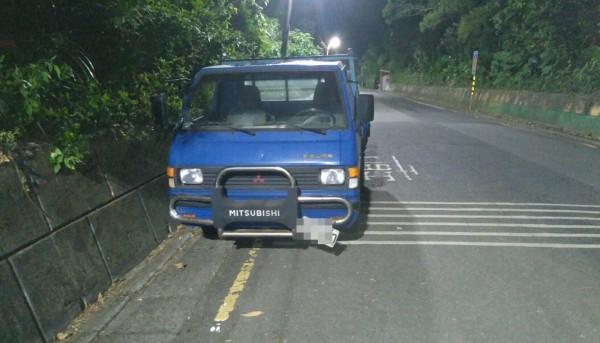 警方在偏遠山區找到失竊的小貨車。(記者曾健銘翻攝)