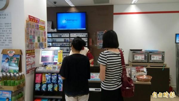 社會局將於超商及超市合作,推動無飢餓網絡。(記者蘇金鳳攝)