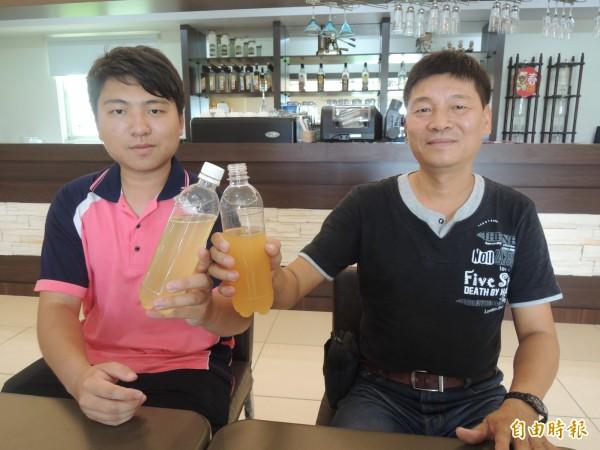 陳俊宇(右)與兒子陳泓瑋(左)打造田蜜園養蜂農場,免費開放參觀。(記者廖淑玲攝)