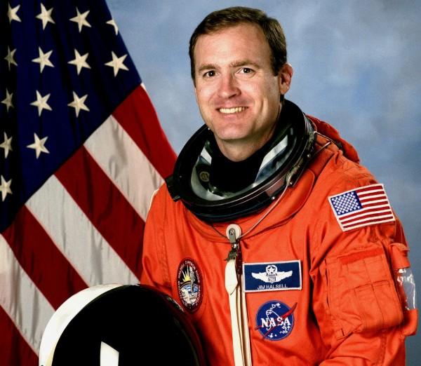 哈塞爾當年執行太空任務時英姿煥發。(圖擷取自al.com)