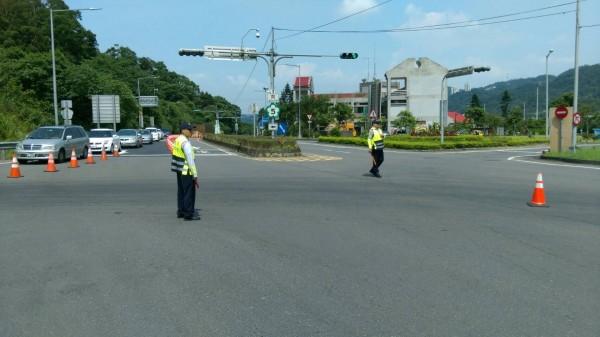 新北市政府警察局新店分局在端午連假期間,將編排80班次警力來維護轄內交通秩序。(記者姜翔翻攝)