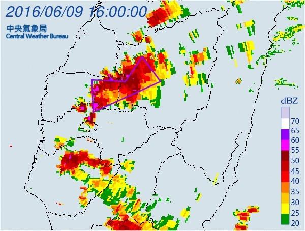 氣象局今下午4點多又再度針對南投縣、雲林縣、嘉義縣等地區發布大雷雨即時訊息。(圖擷取自中央氣象局)