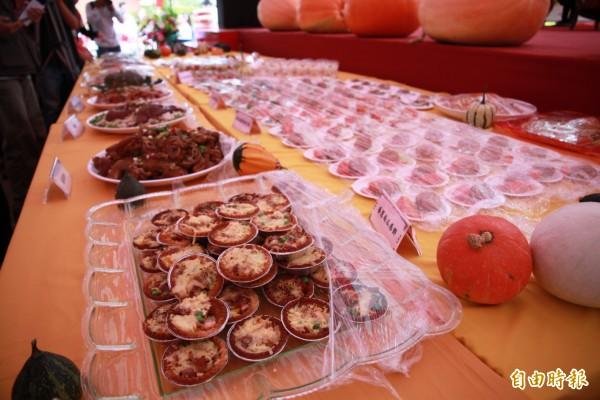 活動首日中,主辦單位備有創意南瓜料理供遊客品嘗。(記者鄭鴻達攝)