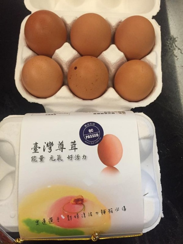 過財信傳媒董事長謝金河,卻在端午節收到平均一顆價格高達50元的雞蛋,他還透露這款雞蛋甚至賣到供不應求。(圖擷自謝金河臉書)