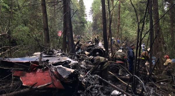 罹難的飛官為了避開地面的居民區,努力將飛機開往無人區域,最後成功避免了地面民眾的傷亡,但自己也失去跳傘逃生的機會。(圖擷自《Russia Today》)