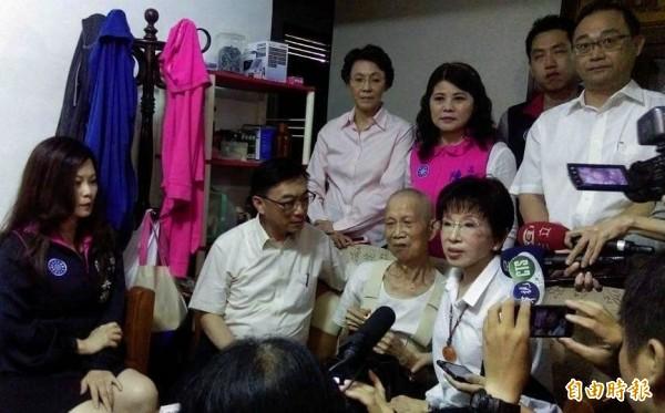素珠事件傷害國人情感,柱柱姊邀集國民黨籍立委,將提案立法「反族群歧視法」。(記者蔡清華攝)