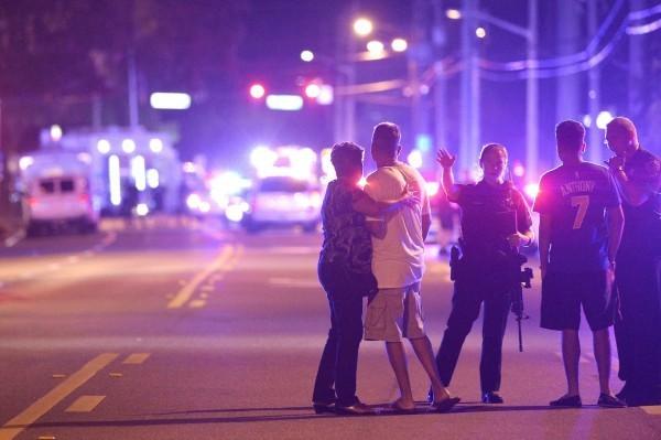 美國發生史上死傷最慘烈的槍擊案,反槍人士直指死傷人數之高是受了政府解除槍枝禁令影響。(美聯社)