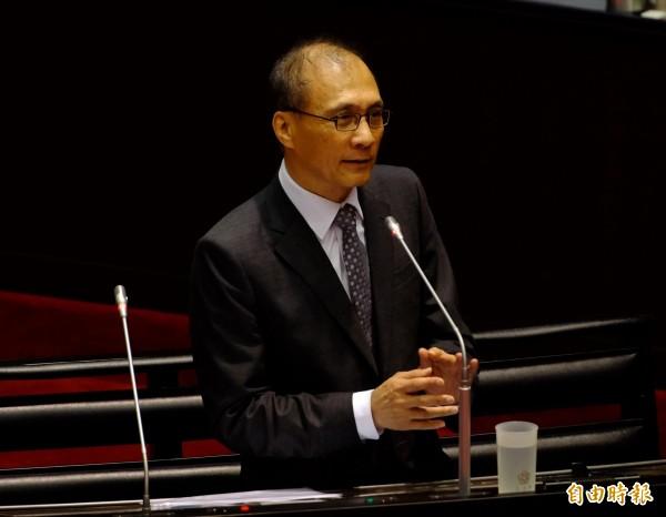 行政院長林全今日在立法院備詢時,表示依照台灣的生活品質和物價來看,希望未來能將月薪提升到平均3萬元。(記者王藝菘攝)