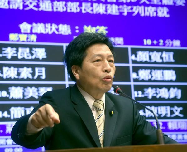 行政院長林全表示為了實施長照擬加稅,然而鄭寶清痛批政府用2.5億製作的APP卻0下載,籲開源節流。(資料照,記者方賓照攝)