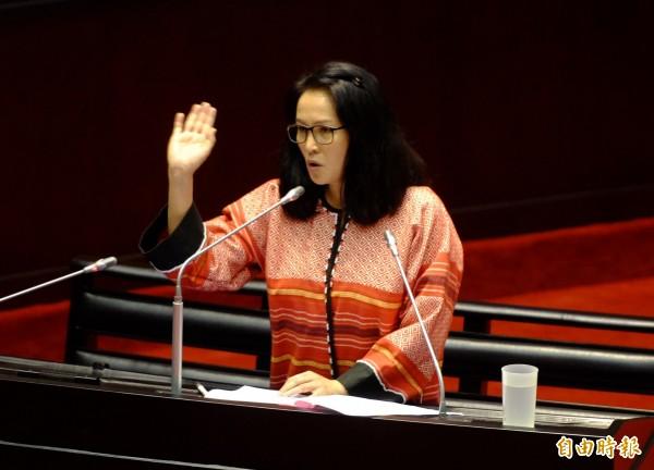 高金素梅表示,如果4年內還不把蘭嶼的核廢料移走,那乾脆「放在經濟部、行政院好了」。(記者王藝菘攝)