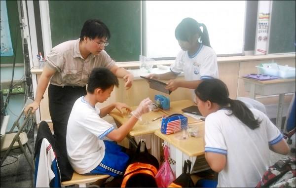 台北市教育局今年六月起採用Google雲端平台,導入「縣市層級」Google Apps for Education服務,協助教學。 (台北市教育局提供)