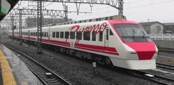 東武鐵道將一輛「兩毛號」200系列車改造成台鐵普悠瑪號的塗裝。(圖擷取自YouTube影片)