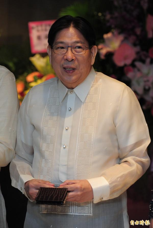 為慶祝菲律賓獨立第一一八週年國慶,菲律賓馬尼拉經濟文化辦事處昨晚在台北舉辦酒會,場面熱烈。圖為菲律賓馬尼拉駐台代表白熙禮。(記者王藝菘攝)