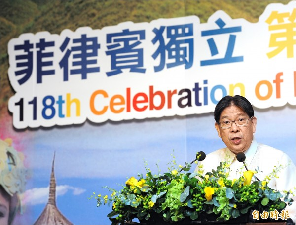 ▲菲律賓獨立一一八週年慶祝酒會,駐台代表白熙禮致詞樂觀期許未來兩國繼續互惠合作。(記者王藝菘攝)