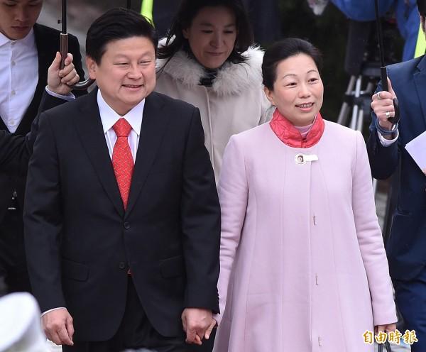 傅崐萁(左)手術後的狀況良好,徐榛蔚(右)也向外界關心表達感謝。(資料照,記者廖振輝攝)
