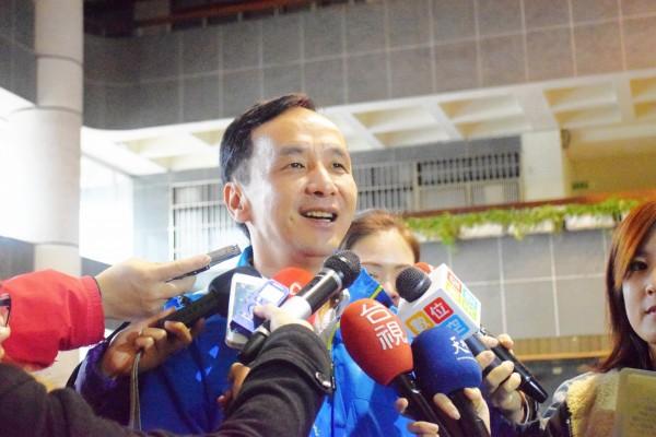 新北市長朱立倫因為經常在被拍到在活動場合剪綵,被網友大酸「剪綵王」(資料照,記者陳韋宗攝)