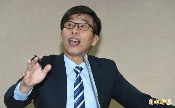 民進黨籍立委鍾佳濱(見圖)提出「娘家外交」概念,呼籲創設新台灣之子獎學金,讓新台灣之子成為南向外交的人才。(資料照,記者張嘉明攝)