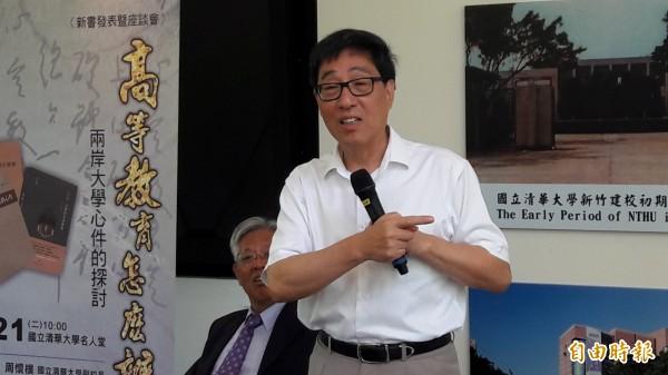 香港城市大學校長郭位獲邀在清大舉辦新書發表會,與北一女校長楊世瑞談高等教育問題,也認為大學之道應是教研並重,才能培育學生創新的學習能力。(記者洪美秀攝)