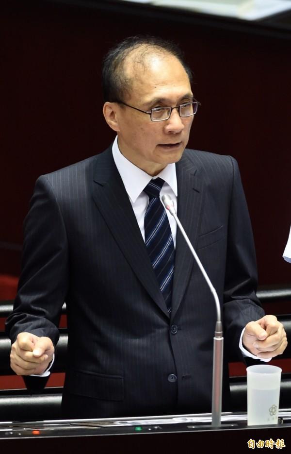 根據台灣智庫民調,行政院長林全的滿意度為42.7%,33.7%感到不滿意,與上次相較,不滿意度上升18.9個百分點。(記者簡榮豐攝)