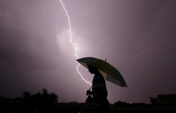 印度過去2天,至少有67人不幸遭雷擊身亡。(法新社)