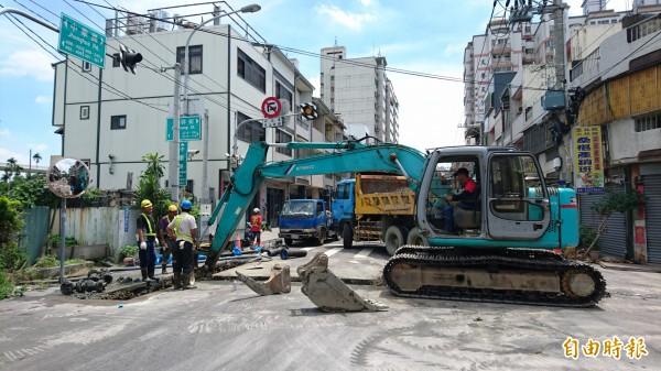 九德里自來水的管線汰換工程從6月開始,要施工半年。(記者何宗翰攝)