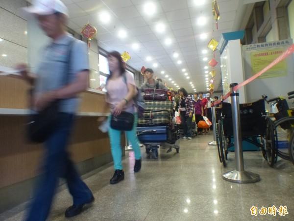 7月1日起中國觀光客申請小三通落地簽,得免附回程船票。(記者吳正庭攝)