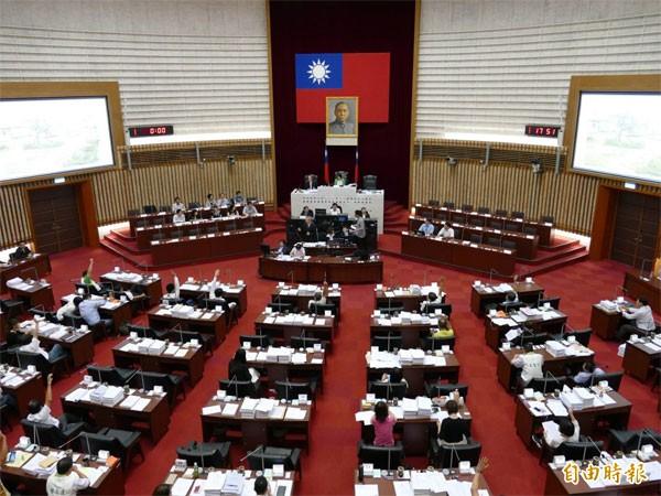 行政院昨由閣揆林全主持食安會報裁示,由行政院成立食安高風險評估機制,未來設置獨立的風險評估委員會。