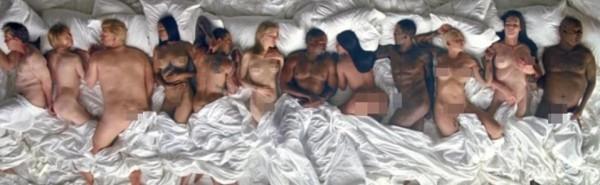 在照片中,由左起有美國前總統布希、「惡魔總編」安娜溫圖、共和黨總統候選人川普、「美國流行天后」蕾哈娜、克里斯小子、「西洋小天后」泰勒絲、肯伊威斯特、「豐臀金」金卡達夏、歌手Ray-J、「變性人」凱特琳詹納和「天才老爹」比爾寇斯比。(圖擷自DailyMail)
