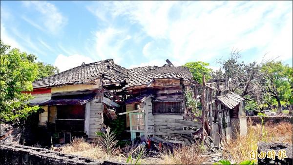 台東市民權里日式建築宿舍閒置破爛,有待經費修復。(記者黃明堂攝)