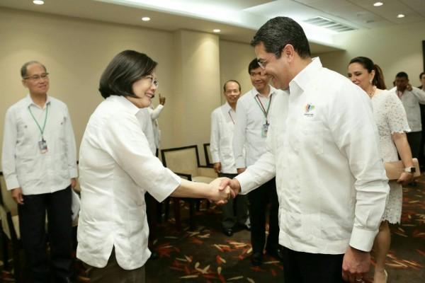 蔡英文總統與宏都拉斯總統葉南德茲進行會談。(總統府提供)
