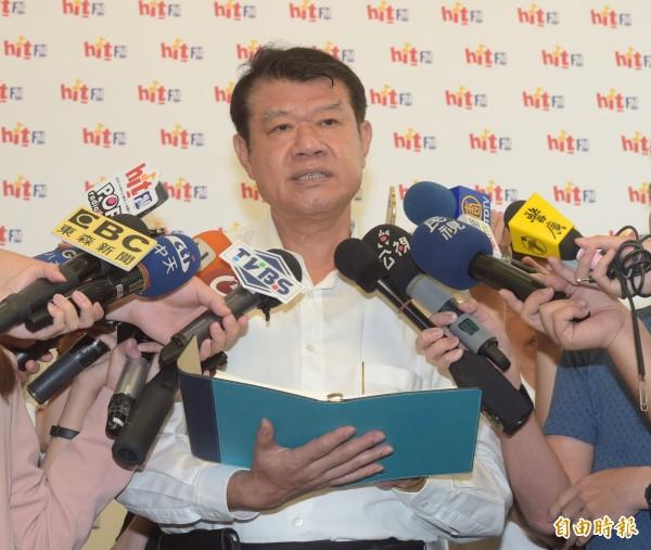航新任董事長何煖軒接受台北之音蔻蔻早餐專訪,提到自己和工會的空服員溝通沒有破裂,只是講話「比較大聲」、「大家都很可愛」。(記者黃耀徵攝)