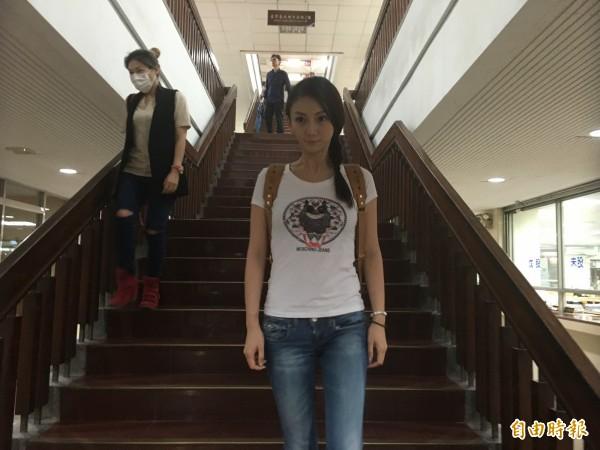 劉喬安仲介賣淫案開庭,她請求法官判可易科罰金之刑。(記者張文川攝)