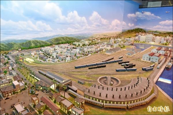 高雄文化局濃縮台灣百年鐵道沿線風景,將在駁二藝術特區推出「哈瑪星台灣鐵道館」。(記者張忠義攝)