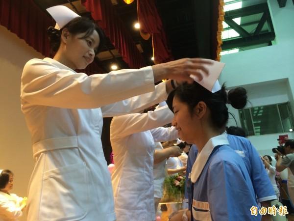 華航空服員罷工爭取權益取得大勝利,讓網友紛紛討論其他血汗職業如護理師是否也能罷工為自己發聲。(資料照,記者李容萍攝)