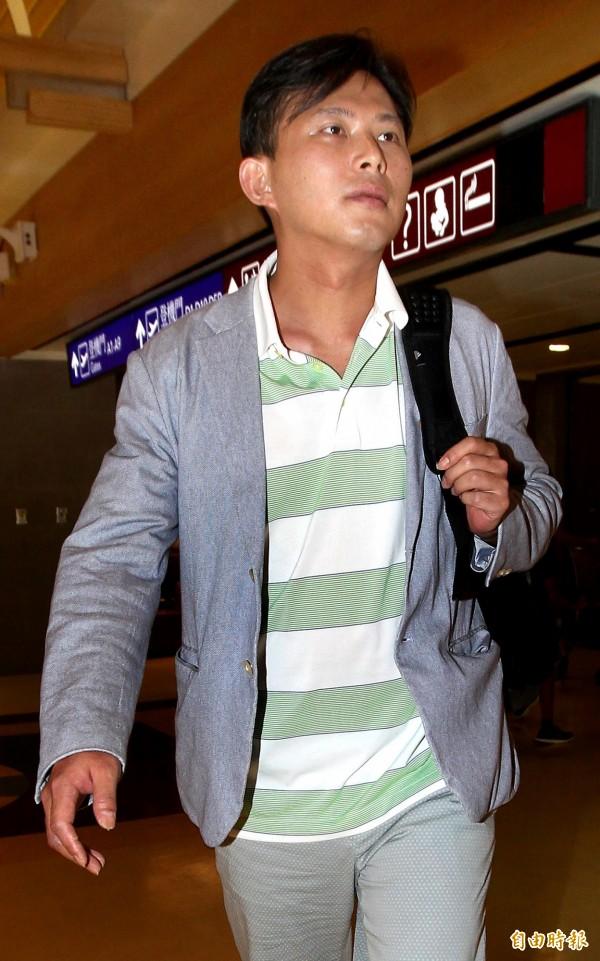 黃國昌隨團出訪巴拿馬,遭批在典禮上戴耳機聽音樂,他則澄清那是口譯機。(資料照,記者朱沛雄攝)