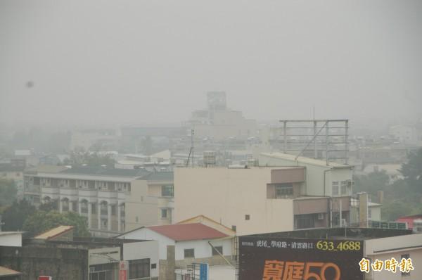 環保署召開公聽會,修正細懸浮微粒(PM2.5)項目防制區劃定結果,並自民國106年1月1日開始實施。(資料照,記者林國賢攝)