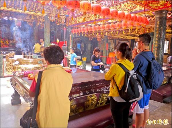 淡水清水巖祖師廟香火鼎盛,也是地方信仰中心。(記者李雅雯攝)