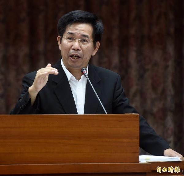 教育部長潘文忠30日赴立法院教育及文化委員會備詢。(記者簡榮豐攝)