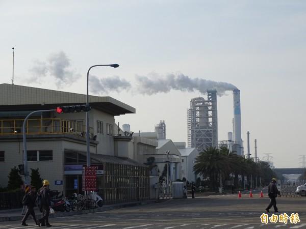台塑六輕設廠二十餘年,對附近環境污染,多未能善意回應。(記者詹士弘攝)