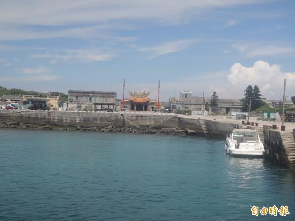 距離遭雄三飛彈誤射高雄漁船最近的東吉港,由於無人通知因此馳援未果。(記者劉禹慶攝)