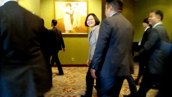 中華民國總統蔡英文出訪過境洛杉磯,第一時間獲悉雄三飛彈誤射事件,也指示軍方妥為處理。(中央社)