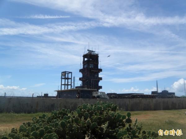 海軍雷達設在西嶼燈塔高點,外界質疑是否有掌握雄三誤射路線。(記者劉禹慶攝)