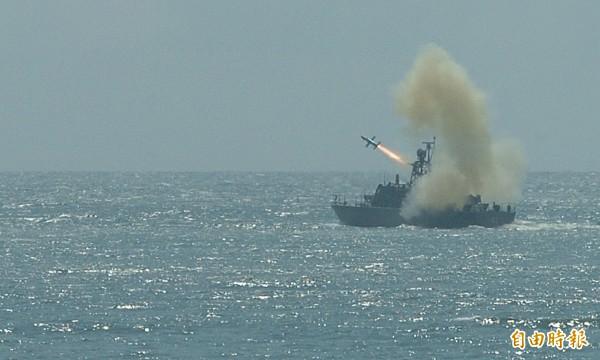 早在1988年還在測試中的雄一飛彈,就擊中過海關專門緝私的「潯星艦」。圖為雄風一型反艦飛彈發射場景,與本新聞無關。(資料照,記者簡榮豐攝)