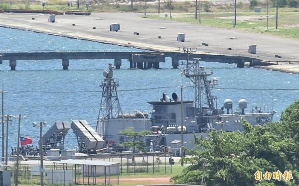 ▲前天誤射雄三飛彈造成漁船一死三傷的金江艦,昨天仍停泊在左營軍港。(記者張忠義攝)