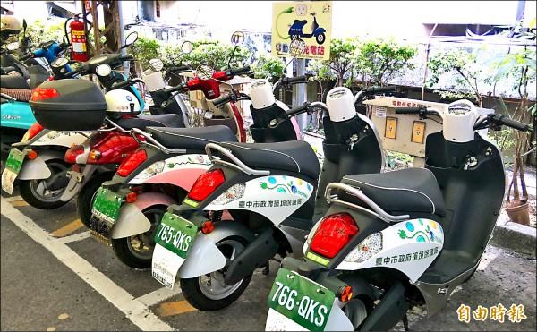 市府改善空污,將帶頭採購電動機車,並希望市民一起響應。(記者黃鐘山攝)