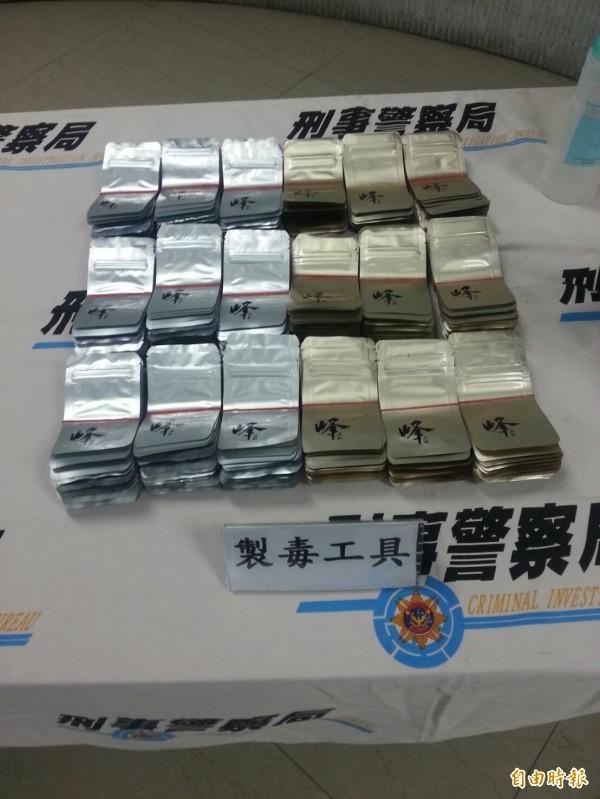 警方破獲「峰」的毒咖啡包。(記者姚岳宏攝)